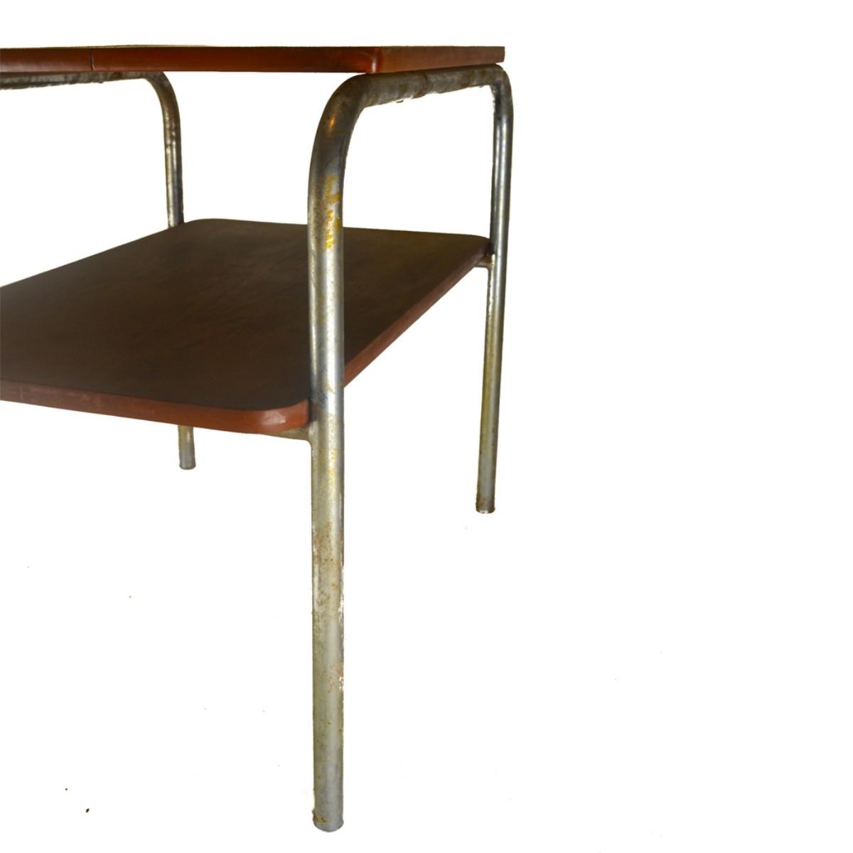 Chromový konferenční stolek