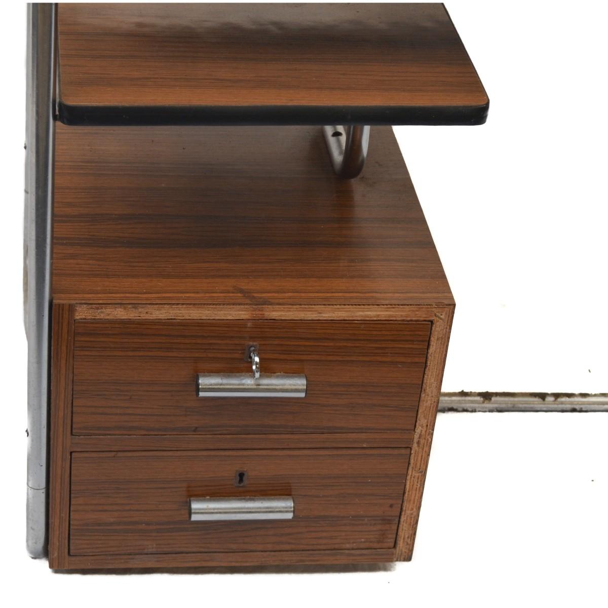 Chromový psací stůl